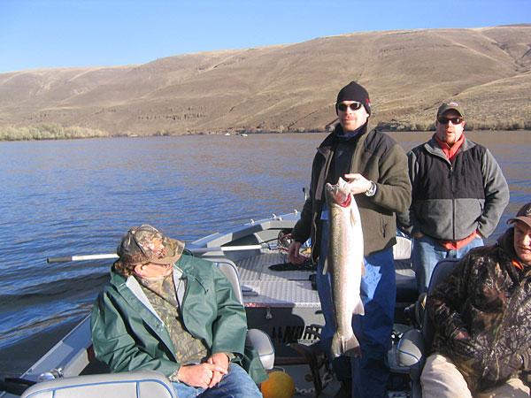 Oregon steelhead fishing steelhead fishing guide oregon for Fishing trips oregon